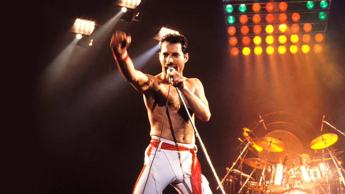 Freddie Mercury Finding FreddieMeter Barcelona cumpleaños de Love Kills Living On My Own Me Like Never Boring A Life In His Own Time Waits For No One calle
