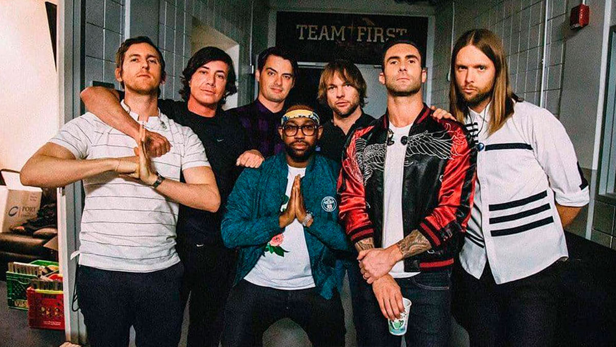 Maroon 5 What Lovers Do Girls Like You Three Little Birds Made With Memories de en México Beautiful Mistakes