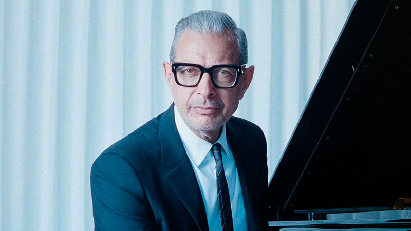 Escucha «Four On Six»/»Broken English» con Jeff Goldblum