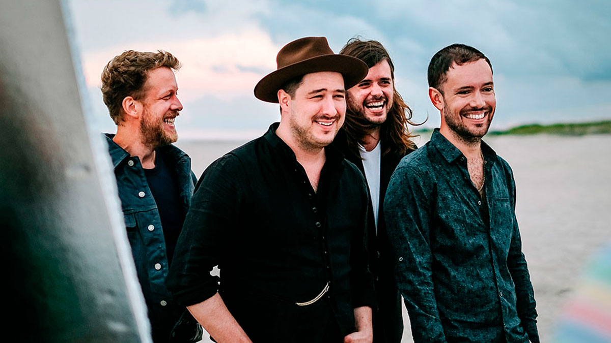 "Mira a Marcus Mumford interpretar ""Lay Your Head on Me"""