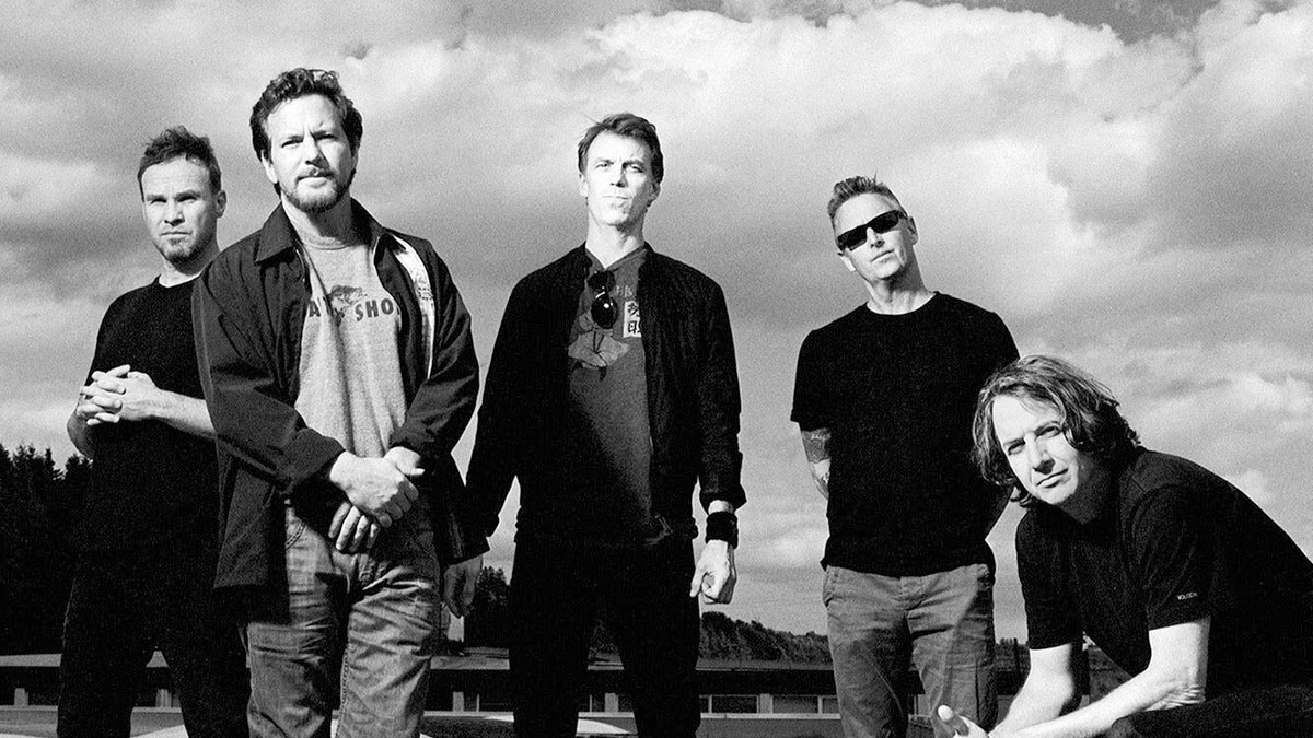 Mira el video del nuevo single de Pearl Jam, «Retrograde»
